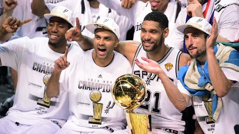 San Antonio Spurs - 5 NBA Championships