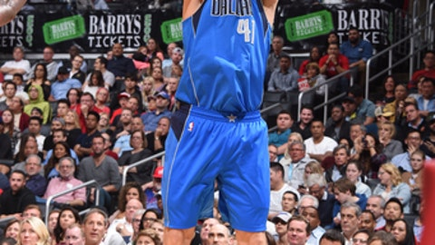 LOS ANGELES, CA - APRIL 5: Dirk Nowitzki #41 of the Dallas Mavericks shoots the ball against the Los Angeles Clippers on April 5, 2017 at STAPLES Center in Los Angeles, California. NOTE TO USER: User expressly acknowledges and agrees that, by downloading and/or using this Photograph, user is consenting to the terms and conditions of the Getty Images License Agreement. Mandatory Copyright Notice: Copyright 2017 NBAE (Photo by Andrew D. Bernstein/NBAE via Getty Images)
