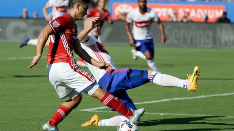FC Dallas midfielder Mauro Diaz, front, pressures the net as Toronto FC midfielder Michael Bradley defends during the first half of an MLS soccer match, Saturday, July 1, 2017, in Frisco, Texas. (AP Photo/Tony Gutierrez)