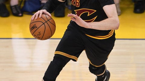 OAKLAND, CA - JUNE 04: Kyle Korver #26 of the Cleveland Cavaliers handles the ball on offense against the Golden State Warriors during the second half of Game 2 of the 2017 NBA Finals at ORACLE Arena on June 4, 2017 in Oakland, California. NOTE TO USER: User expressly acknowledges and agrees that, by downloading and or using this photograph, User is consenting to the terms and conditions of the Getty Images License Agreement.  (Photo by Thearon W. Henderson/Getty Images)