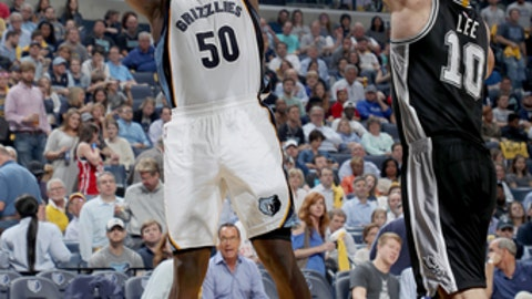 MEMPHIS, TN - APRIL 27:  Zach Randolph #50 of the Memphis Grizzlies shoots the ball against the San Antonio Spurs during Game Six of the Western Conference Quarterfinals of the 2017 NBA Playoffs on April 27, 2017 at FedExForum in Memphis, Tennessee. NOTE TO USER: User expressly acknowledges and agrees that, by downloading and or using this photograph, User is consenting to the terms and conditions of the Getty Images License Agreement. Mandatory Copyright Notice: Copyright 2017 NBAE (Photo by Joe Murphy/NBAE via Getty Images)