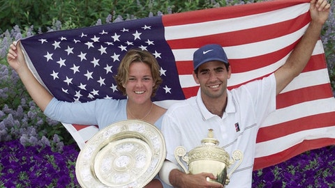 """FILE - In this  Sunday, July 4, 1999 file photo, Americans Lindsay Davenport, left, and Pete Sampras pose with their trophies and an American flag following their victories in the Women's and Men's Singles at Wimbledon. Three-time major champion and former No. 1 Lindsay Davenport of the U.S will serve as a """"legend ambassador"""" for the WTA Finals, announced by the WTA on Thursday July 6, 2017, which will be held in Singapore from Oct. 22-29. (AP Photo/Adam Butler, File)"""