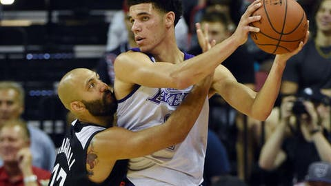 LAS VEGAS, NV - JULY 07:  Lonzo Ball #2 the Los Angeles Lakers is guarded by Kendall Marshall #17 of the Los Angeles Clippers during the 2017 Summer League at the Thomas & Mack Center on July 7, 2017 in Las Vegas, Nevada. The Clippers won 96-93 in overtime. NOTE TO USER: User expressly acknowledges and agrees that, by downloading and or using this photograph, User is consenting to the terms and conditions of the Getty Images License Agreement.  (Photo by Ethan Miller/Getty Images)