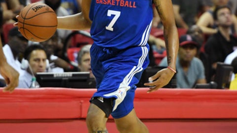 LAS VEGAS, NV - JULY 08:  Markelle Fultz #7 of the Philadelphia 76ers brings the ball up the court against the Golden State Warriors during the 2017 Summer League at the Thomas & Mack Center on July 8, 2017 in Las Vegas, Nevada. NOTE TO USER: User expressly acknowledges and agrees that, by downloading and or using this photograph, User is consenting to the terms and conditions of the Getty Images License Agreement.  (Photo by Ethan Miller/Getty Images)