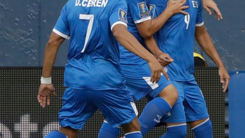 El Salvador's Nelson Bonilla, right, is congratulad by teammates after hi scored against Mexico during a CONCACAF Gold Cup soccer match in San Diego, Sunday, July 9, 2017. (AP Photo/Gregory Bull)