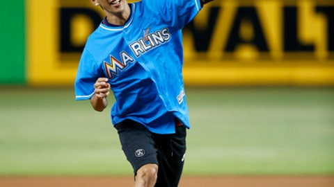 Paris Saint-Germain soccer player Angel Di Maria throws out a ceremonial first pitch before a baseball game between the Miami Marlins and the Philadelphia Phillies, Monday, July 17, 2017, in Miami. Paris Saint-Germain is playing international Champions Cup games in the United States. (AP Photo/Wilfredo Lee)