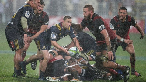 Highlanders Kayne Hammington passes the ball during their Super Rugby quarterfinal against the Canterbury Crusaders in Christchurch, New Zealand, Saturday, July 22, 2017.The Crusaders defeated the Highlanders 17-0. (AP Photo/Mark Baker)