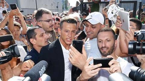 New Juventus player Federico Bernardeschi arrives at a medical center to undergo medical examinations in Turin, northern Italy, Monday,  July 24, 2017. Juventus is signing prized winger Federico Bernardeschi from Fiorentina. (Alessandro Di Marco/ANSA via AP)