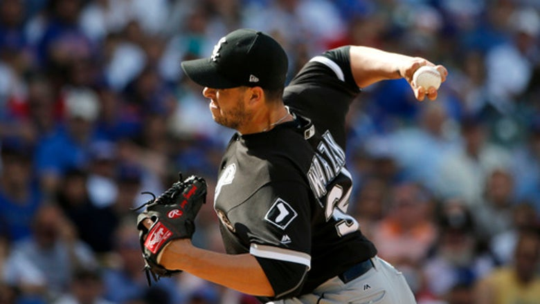 Brewers make trade with White Sox for reliever Swarzak