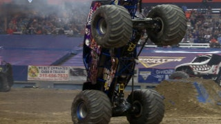 Son-uva Digger moonwalks to win Syracuse Freestyle | 2017 MONSTER JAM