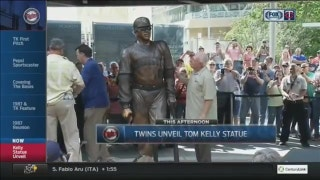 Twins unveil bronze Tom Kelly statue on Target Plaza
