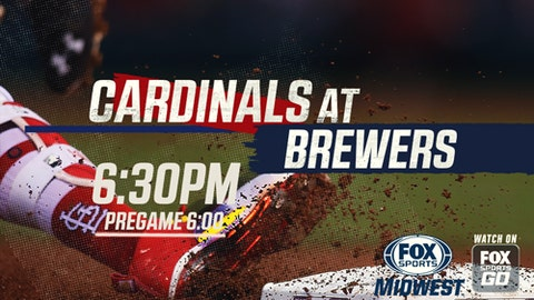 Molina homers twice as Cardinals hold off Milwaukee