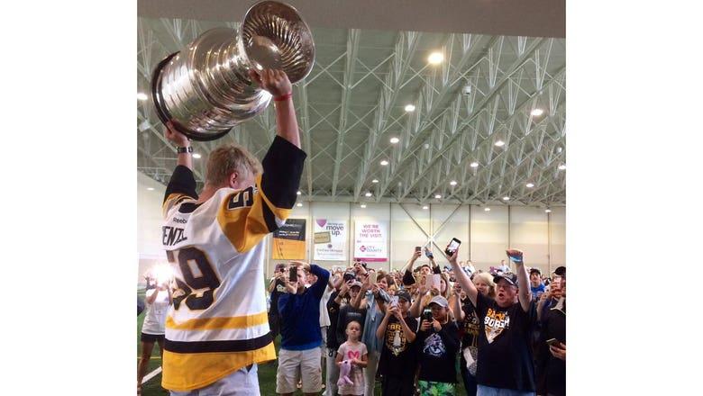 Top Tweets: Jake Guentzel brings Stanley Cup to Woodbury