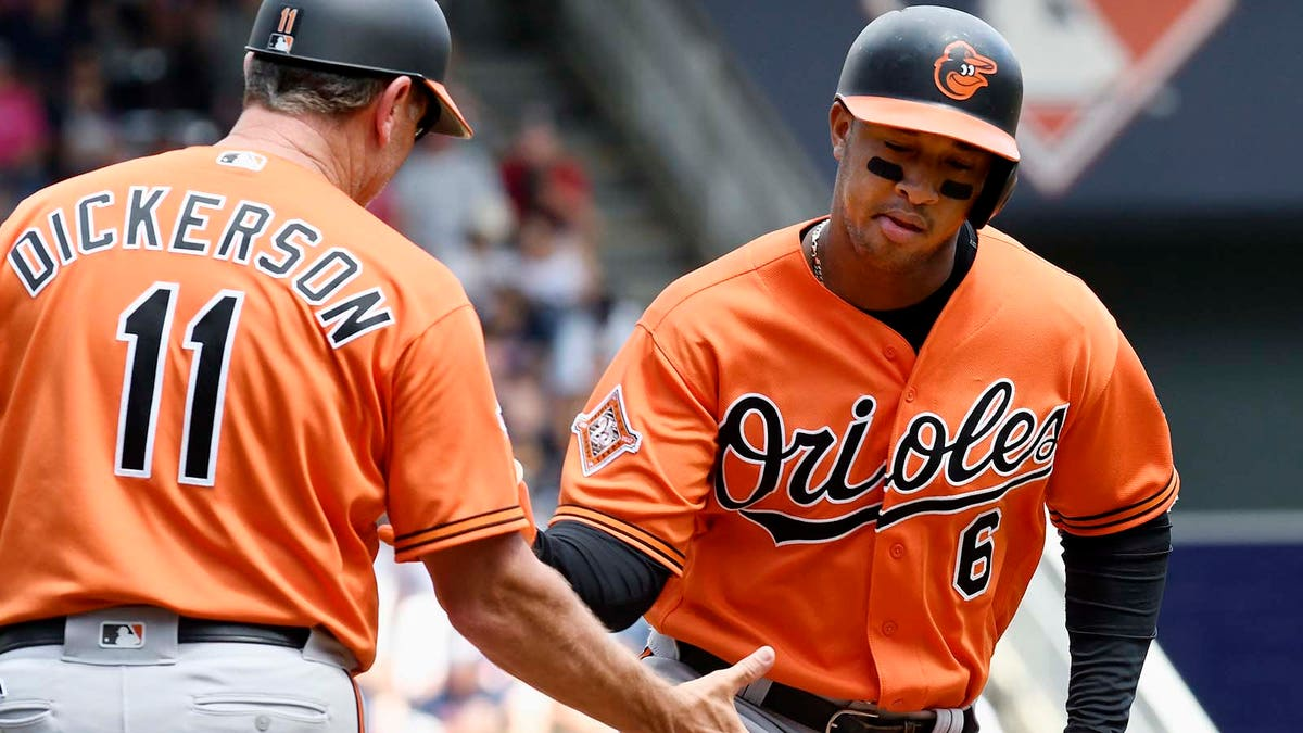 RotoWire's Vlad Sedler picks this week's fantasy baseball risers and fallers.