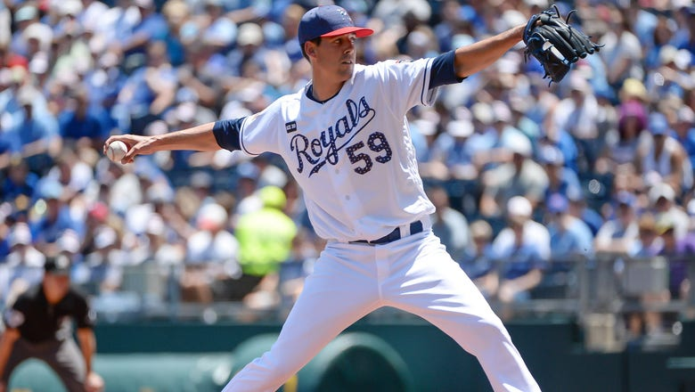 Royals trade P Luke Farrell to Dodgers for cash