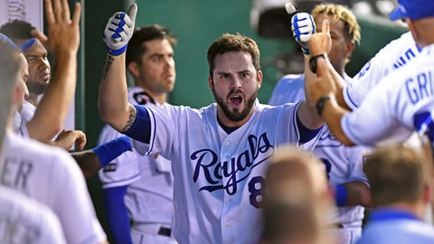 Mike Moustakas, Royals agree to deal