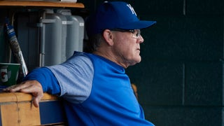 Ned Yost not too concerned about Salvador Perez's side tightness