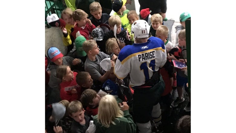 Top Tweets: Parise greets sea of young 'Da Beauty League' fans
