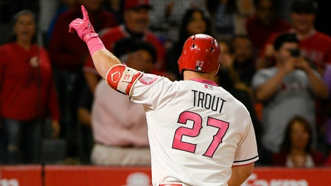 How many HRs does Mike Trout finish 2017 with?