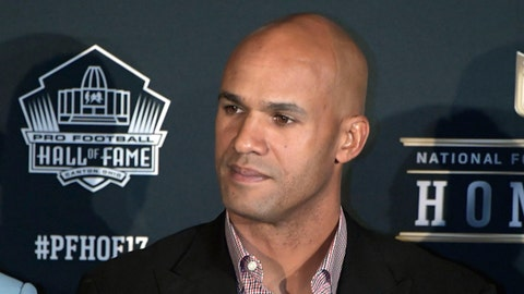 Jason Taylor Honored With Gold Jacket Ahead of Hall of Fame Induction