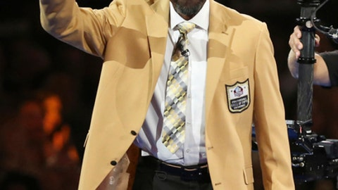 Kenny Easley waves to the crowd after receiving his gold jacket during the Pro Football Hall of Fame dinner at Canton Memorial Civic Center in Canton, Ohio, Friday, Aug. 4, 2017. (Scott Heckel/The Canton Repository via AP)