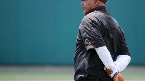 Cincinnati Bengals head coach Marvin Lewis observes practice during Cincinnati Bengals training camp practice, Saturday, Aug. 5, 2017, at Paul Brown Stadium in Cincinnati. (Kareem Elgazzar/The Cincinnati Enquirer via AP)