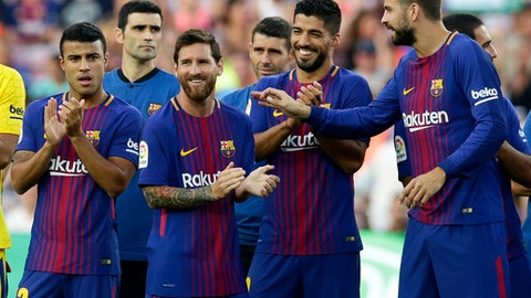 FC Barcelona's Lionel Messi, center left, smiles next to his teammates Gerard Pique, right, and Luis Suarez, second right, prior of the Joan Gamper trophy friendly soccer match between FC Barcelona and Chapecoense at the Camp Nou stadium in Barcelona, Spain, Monday, Aug. 7, 2017. (AP Photo/Manu Fernandez)
