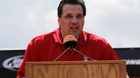 Television hockey color analyst Eddie Olczyk speaks to the thousands of fans gathered in Grant Park for a rally to honor the 2013 NHL Stanley Cup hockey champion Chicago Blackhawks Friday, June 28, 2013, in Chicago. (AP Photo/Nam Y. Huh)