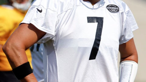 Pittsburgh Steelers quarterback Ben Roethlisberger (7) gestures during drills in an NFL training camp football practice, Wednesday, Aug. 9, 2017, in Latrobe, Pa. (AP Photo/Keith Srakocic)