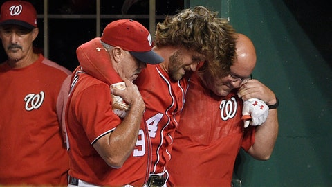 Bryce Harper has hyperextended knee, will get MRI Sunday