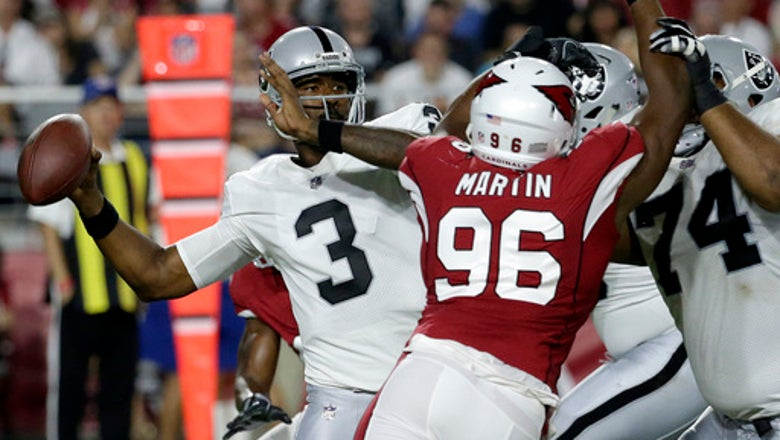 Lynch sits during anthem in Raiders loss in Arizona