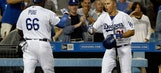 Seager's hit rallies Dodgers over Padres 6-3 (Aug 12, 2017)