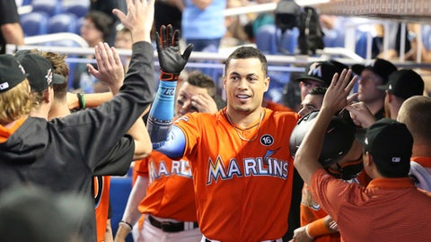 Stanton breaks Marlins' season home run record