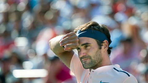Roger Federer, of Switzerland, wipes his brow during his final match against Alexander Zverev, of Germany, at the Rogers Cup tennis tournament, in Montreal on Sunday, August 13, 2017. THE CANADIAN PRESS/Paul Chiasson/The Canadian Press via AP)