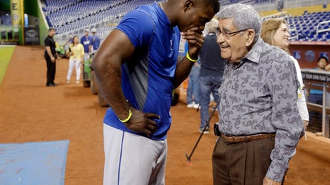 """FILE - In this Wednesday, Aug. 21, 2013, file photo, Los Angeles Dodgers right fielder Yasiel Puig, left, talks with Spanish language broadcaster Rafael """"Felo"""" Ramirez during batting practice before the Dodgers' baseball game against the Miami Marlins, in Miami. Ramirez, a Hall of Fame baseball radio broadcaster who was the signature voice for millions of Spanish-speaking sports fans over three decades, died Monday, Aug. 21, 2017. He was 94. (AP Photo/Lynne Sladky, File)"""