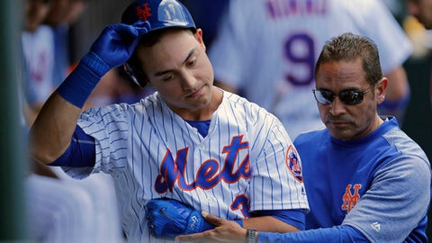 Mets' Michael Conforto dislocates shoulder on swing