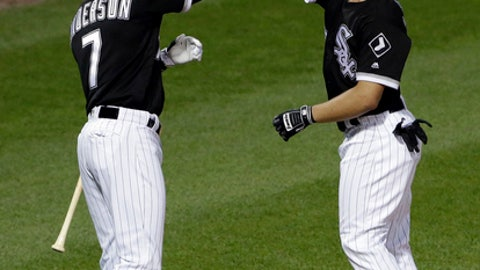 Holland helps White Sox beat sloppy Twins, 5-1