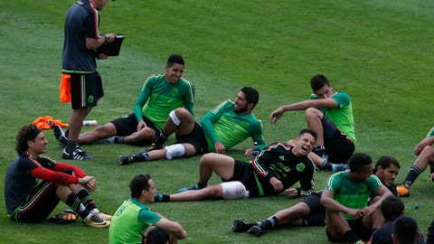 Mexico's soccer team players participate in a training session in Cuernavaca, Mexico, Tuesday, Aug. 29, 2017. Mexico will play Panama in a World Cup qualifier on Friday. (AP Photo/Marco Ugarte)