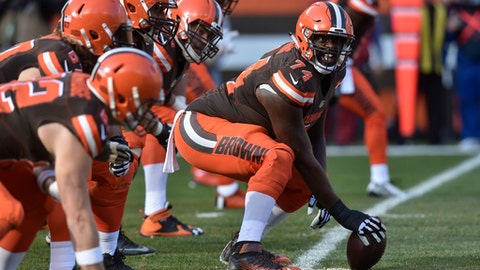 Browns trade OL Erving to Chiefs
