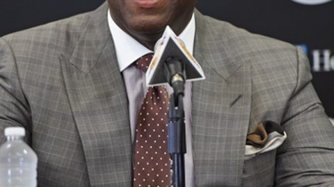 EL SEGUNDO, CA- JULY 18:  President of Basketball Operations, Magic Johnson and General Manager, Rob Pelinka introduce Kentavious Caldwell-Pope #1 of the Los Angeles Lakers during a press conference in El Segundo, California at the Toyota Sports Center on July, 18, 2017. NOTE TO USER: User expressly acknowledges and agrees that, by downloading and or using this photograph, User is consenting to the terms and conditions of the Getty Images License Agreement. Mandatory Copyright Notice: Copyright 2017 NBAE  (Photo by Andrew D. Bernstein/NBAE via Getty Images)