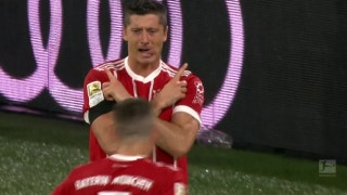 Robert Lewandowski converts penalty after VAR decision | 2017-18 Bundesliga Highlights