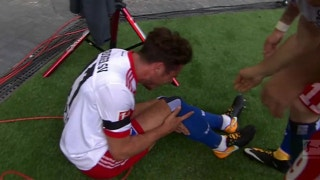 Nicolai Muller injures knee celebrating goal, gets subbed off | 2017-18 Bundesliga Highlights