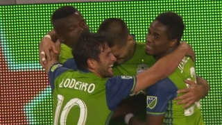Clint Dempsey scores stoppage-time winner as Sounders knock off Minnesota United | 2017 MLS Highlights