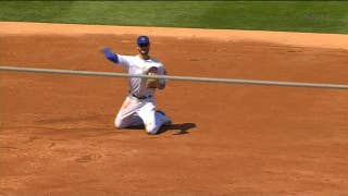 Kris Bryant lays out for ground ball, gets the out at 1st