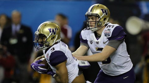 ATLANTA, GA - DECEMBER 31:   Washington Huskies running back Myles Gaskin (9) takes a handoff from Washington Huskies quarterback Jake Browning (3) during the College Football Playoff Semifinal at the Chick-fil-A Peach Bowl between the Washington Huskies and the Alabama Crimson Tide on December 31, 2016.  Alabama defeated Washington by the score of 24-7 at the Georgia Dome in Atlanta, Georgia.  (Photo by Michael Wade/Icon Sportswire via Getty Images)