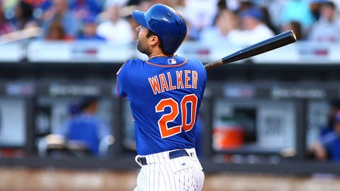 Mets trade Neil Walker to Brewers, per report