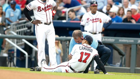 Braves SS Johan Camargo hurt while running onto field