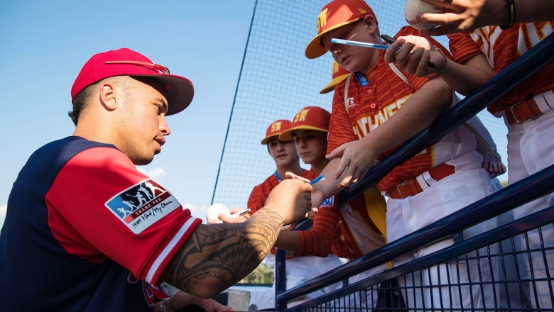 Cardinals fascinated with Little League Classic atmoshphere