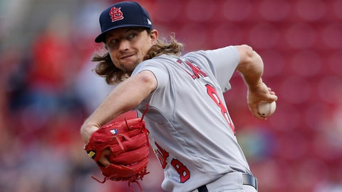 Mariners Trade for Cardinals Pitcher Mike Leake