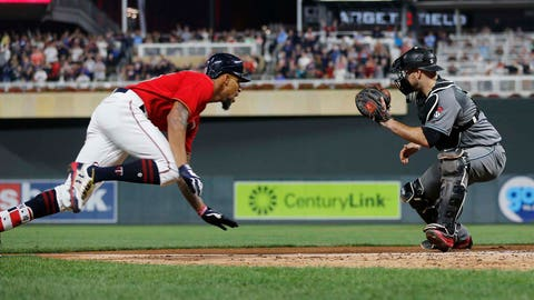 Chris Gimenez heads back to Twins' bench against Diamondbacks